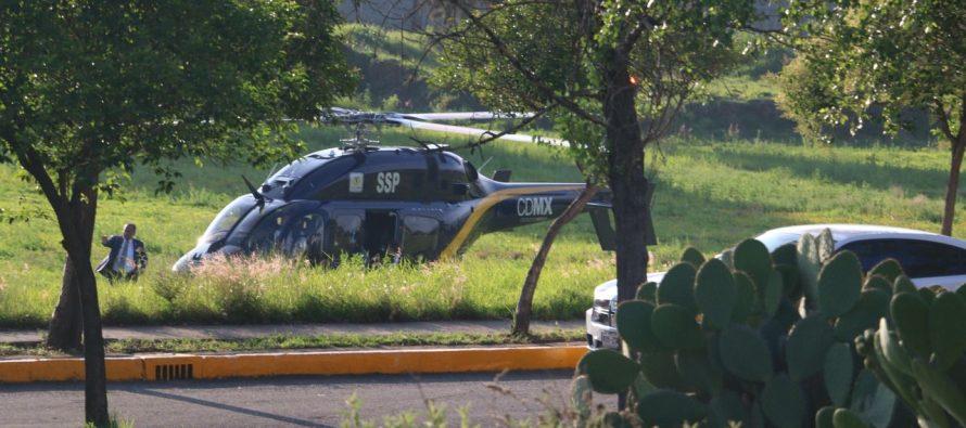Llega Mancera, recorre 30 metros en taxi… luego de bajar de helicóptero