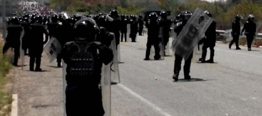 Seis muertos y cien heridos en enfrentamiento entre policía federal y maestros en Oaxaca