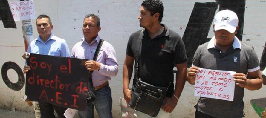 Maestros de la Sección 22 retienen a seis policías en Oaxaca
