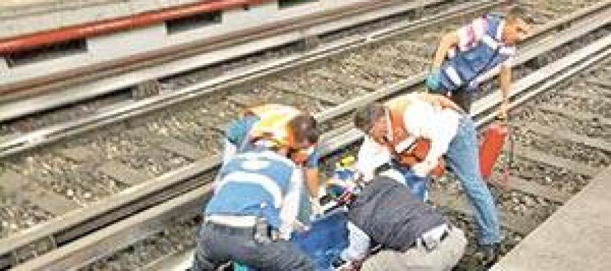 Sujeto se suicida al arrojarse a las vías del metro en la estación Zócalo