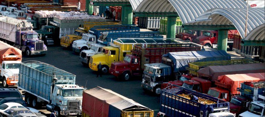 Sancionan a 708 camiones de carga por circular en horario prohibido