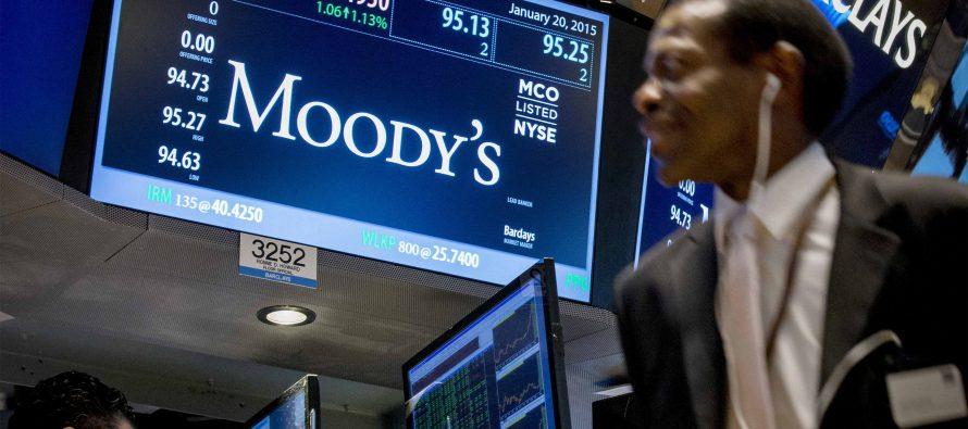 Reino Unido está en riesgo de una baja crediticia: Moody's
