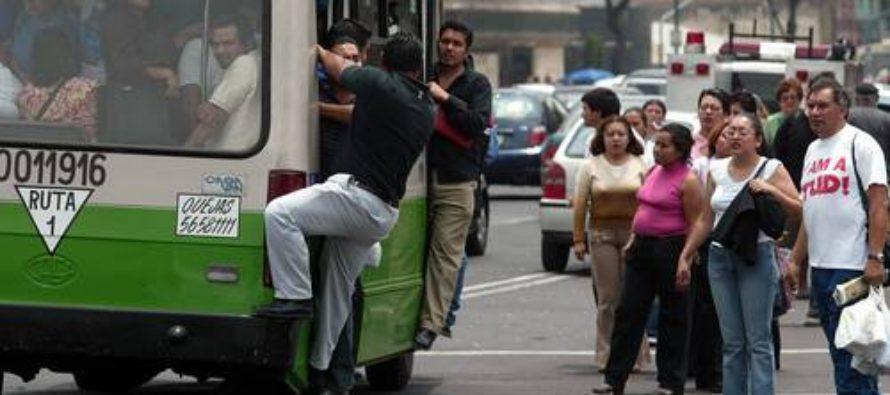Retiro de microbuses solo con bono de ayuda del gobierno, dice líder transportista