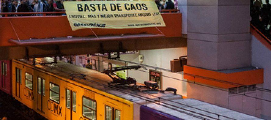Protesta Greenpeace en el Metro Pantitlán de la Ciudad de México