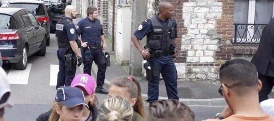 Matan a sacerdote en iglesia de Francia; investigan ligas terroristas