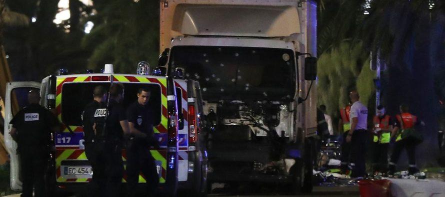 Se eleva a 84 el número de muertos en atropellamiento en Niza; identifican al conductor
