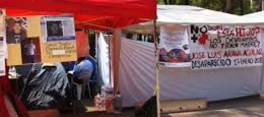 Madres de desaparecidos realizan plantón frente a instalaciones de la PGR