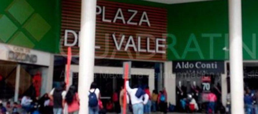 Maestros del SNTE bloquean accesos a plazas comerciales de Oaxaca