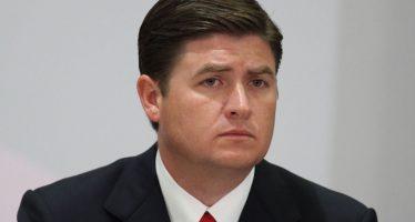Ex gobernador de Nuevo León se presenta a comparecer o van por él