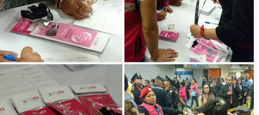 Entregan silbatos contra acoso a las mujeres en las estaciones del Metro