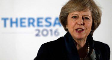 Theresa May integra gabinete de Reino Unido con políticos pro y contra del Brexit