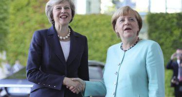 """Reino Unido debe """"definir su relación futura con la UE"""": Angela Merkel"""