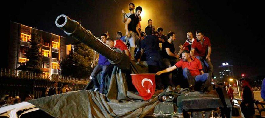 """Al menos 181 muertos en el intento de golpe de Estado en Turquía; """"situación bajo control"""""""