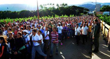 Miles de venezolanos cruzan la frontera con Colombia en busca de alimentos