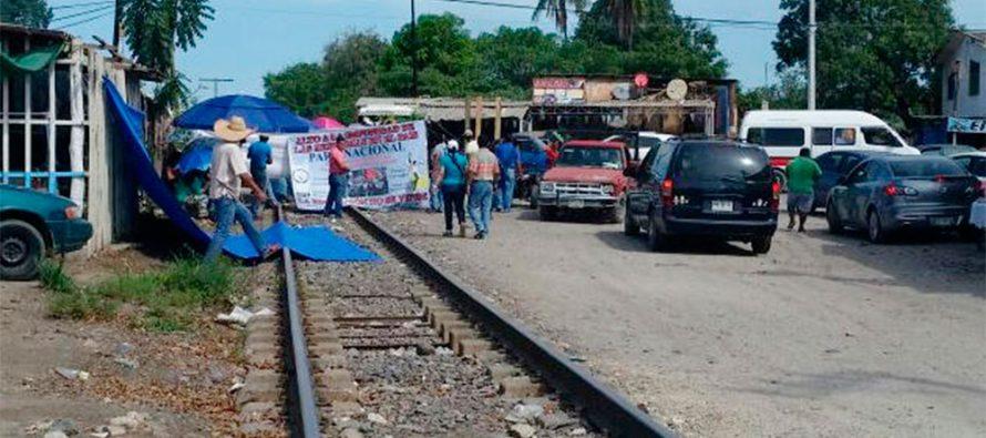 CNTE bloquea las vías ferroviarias en al menos siete municipios de Michoacán