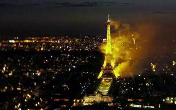 Tenor brindó concierto minutos antes de incendio junto a la Torre Eiffel