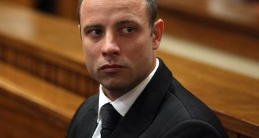 Condenan a seis años de prisión a Oscar Pistorius por matar a su novia