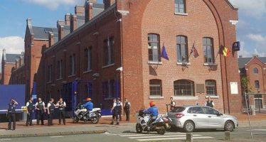 Hombre con machete agrede a dos policías en Bélgica; lo detienen