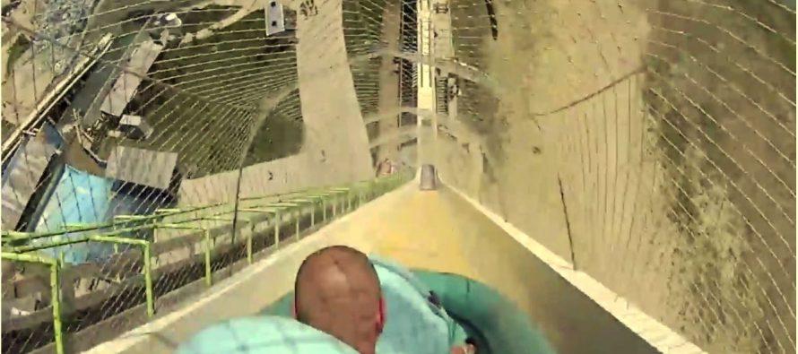 Muere niño al lanzarse desde el tobogán acuático más alto del mundo, en Kansas
