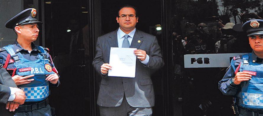 Javier Duarte interpone una segunda denuncia, ante la PGR, contra su sucesor Yunes
