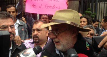 Javier Sicilia y caravana morelense hacen plantón frente a Gobernación