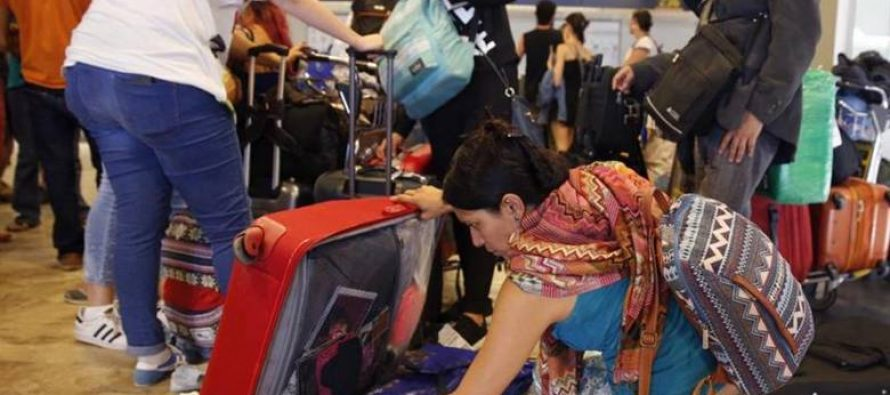 Mexicanos varados hasta 15 días en aeropuerto de Barajas, piden ayuda a consulado