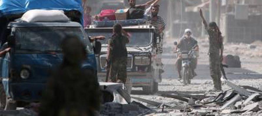 Se libera a 2,000 habitantes de Manbij, Siria, que servían al EI como escudos humanos