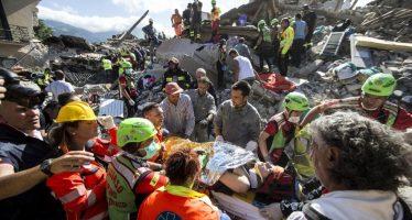 Sismo de 6 grados sacude el centro de Italia; hay al menos 120 muertos