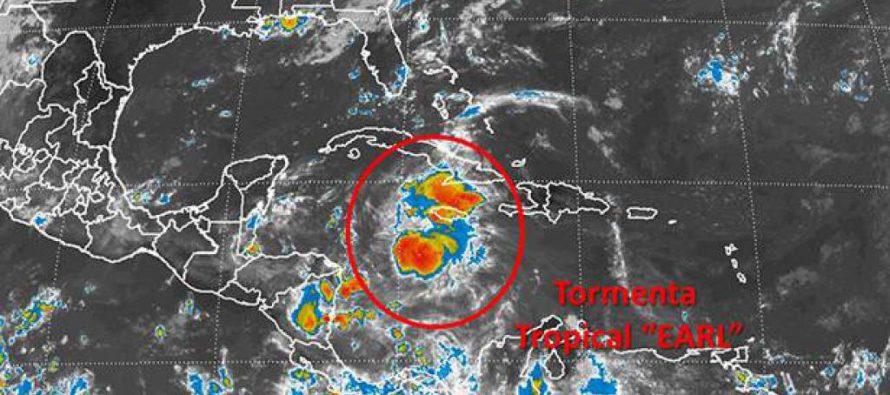 La tormenta Earl se convierte en huracán y se acerca a Belice