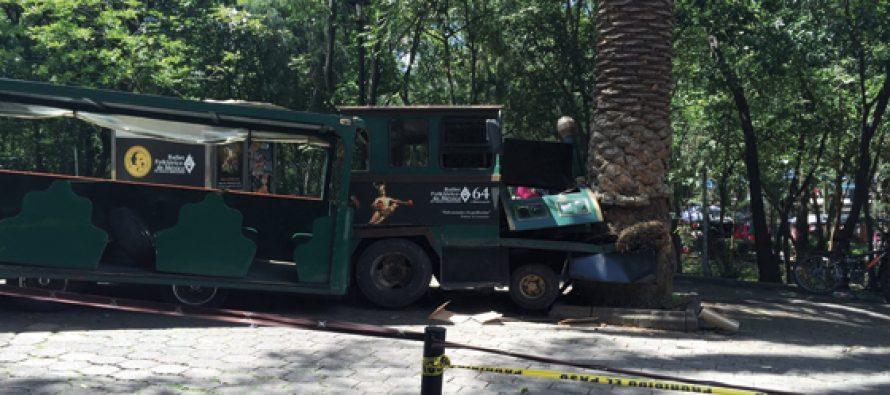 Choca el tren del Castillo de Chapultepec; hay más de diez lesionados