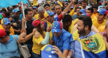 Marchan para exigir fecha de recolección de firmas para revocar a Nicolás Maduro