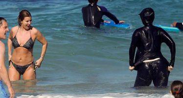 Organismo musulmán pide reunión urgente con ministro francés por caso del burkini