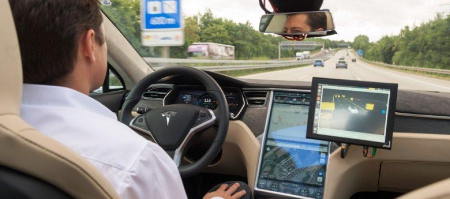 Modo de piloto automático en automóvil ayuda a hombre a salvar su vida