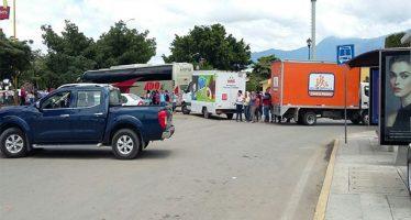 CNTE bloquea el IEEPO y centros comerciales en Oaxaca