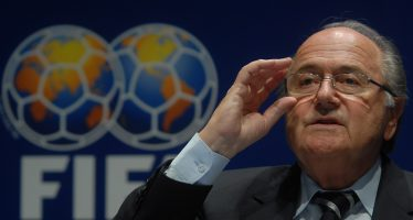 Abre la FIFA investigación contra Blatter por salarios y bonificaciones irregulares