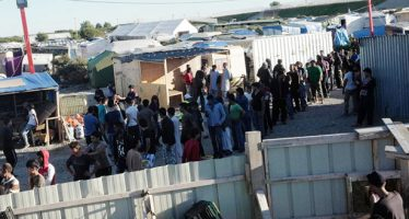 Gobierno inglés levantará un muro para contener a migrantes en Calais