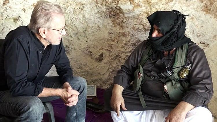 El periodista alemán en entrevista con el comandante del Frente al Nusra