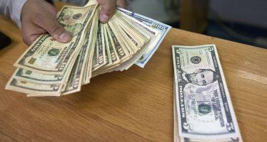 Dólar cierra en 19.82 pesos en bancos de la Ciudad de México