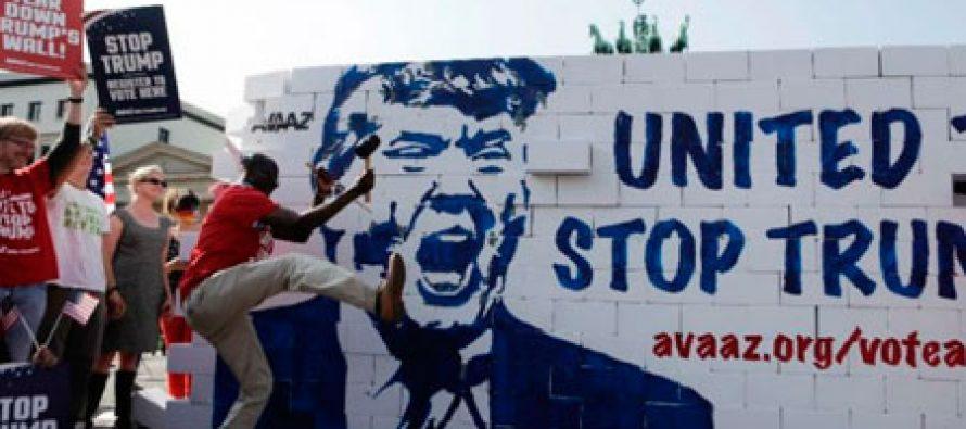 """Derriban el """"muro del odio de Trump"""" en Berlín, Alemania"""
