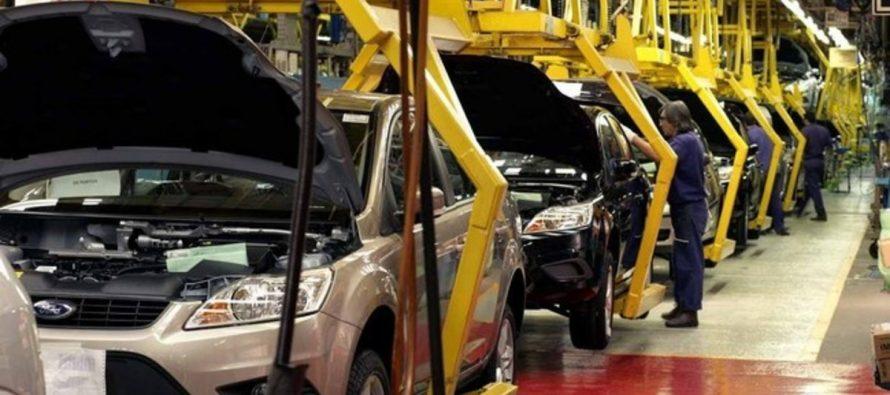 Ford trasladará producción de autos compactos a México