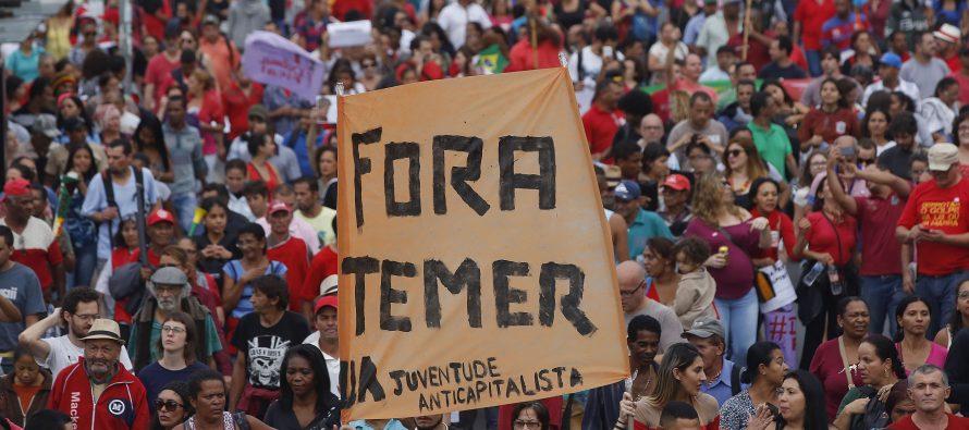 Miles protestan frente a la residencia de Temer en Sao Paulo