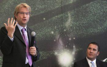 SRE separa de su cargo como embajador en la UNESCO a Andrés Roemer