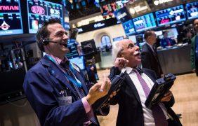 Suben bolsas europeas tras fusiones en los Estados Unidos