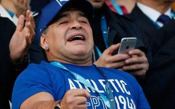 El futbol está en decadencia por la corrupción, dice Maradona