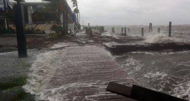 Matthew avanza paralelo a la costa de la Florida