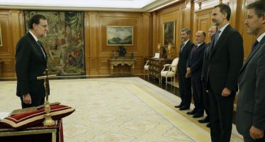 Rajoy jura como presidente de España ante el rey Felipe VI; prepara gabinete