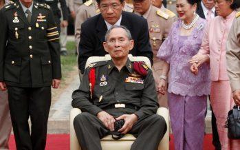 Pueblo de Tailandia vive jornada de luto tras la muerte de su rey Bhumibol