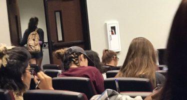 Alumnos universitarios salen de clase al escuchar que los ancestros del hombre son africanos