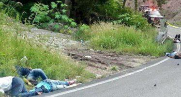 Matan a 5 pasajeros de microbús, entre ellos dos normalistas de Ayotzinapa