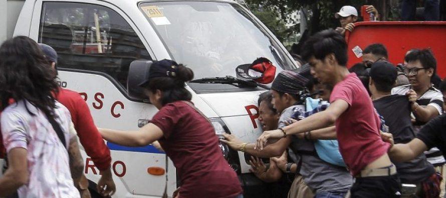 Camioneta de policía arrolla a manifestantes en Filipinas; tres fueron hospitalizados